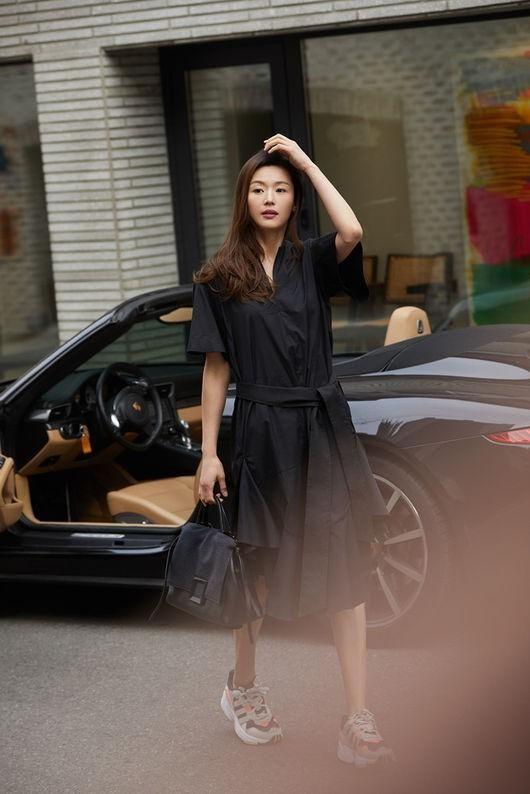 Gaya Sehari-hari Jun Ji-hyun di Usianya yang Hampir 40 Tahun