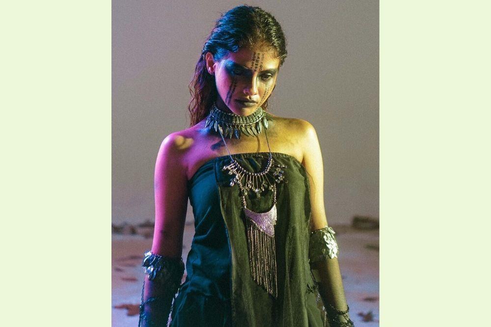 7 Potret Memesona Sara Fajira, Pelantun Lagu 'Lathi' yang Lagi Viral