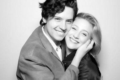 Putus, Ini Kisah Cinta Lili Reinhart Cole Sprouse