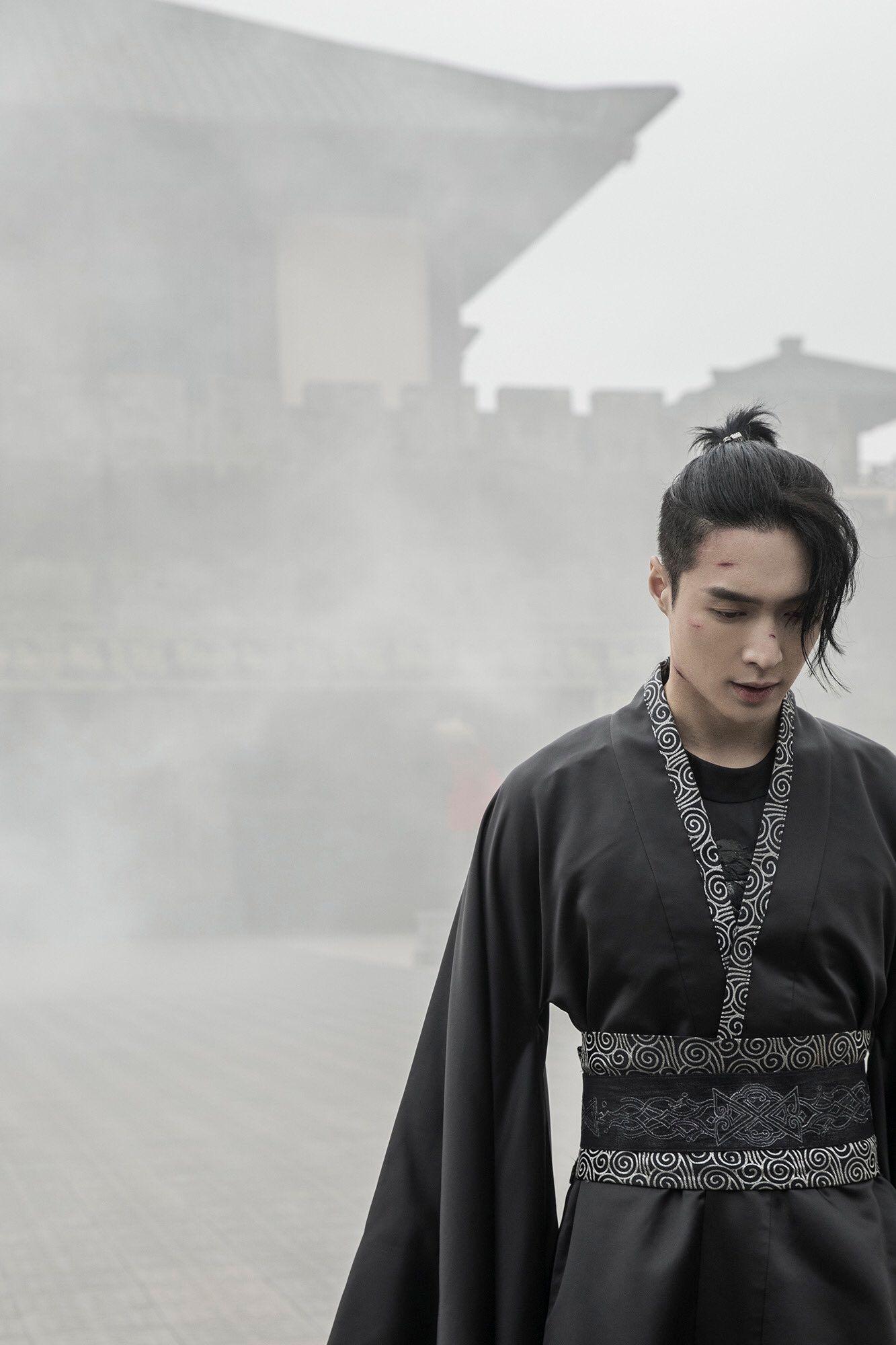 Bak Film Kolosal, Intip 7 Foto Teaser dari Album Solo Pertama Lay EXO