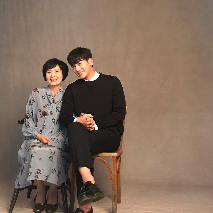 Dekat dengan Ibunya, Ini 7 Fakta Ji Chang Wook yang Bikin Gemas