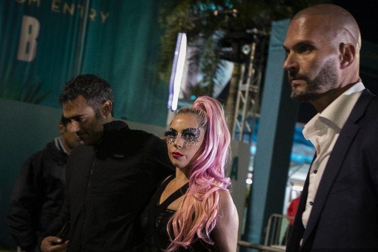 Sedang Dimabuk Cinta, 9 Potret Mesra Lady Gaga dan Pacar Baru