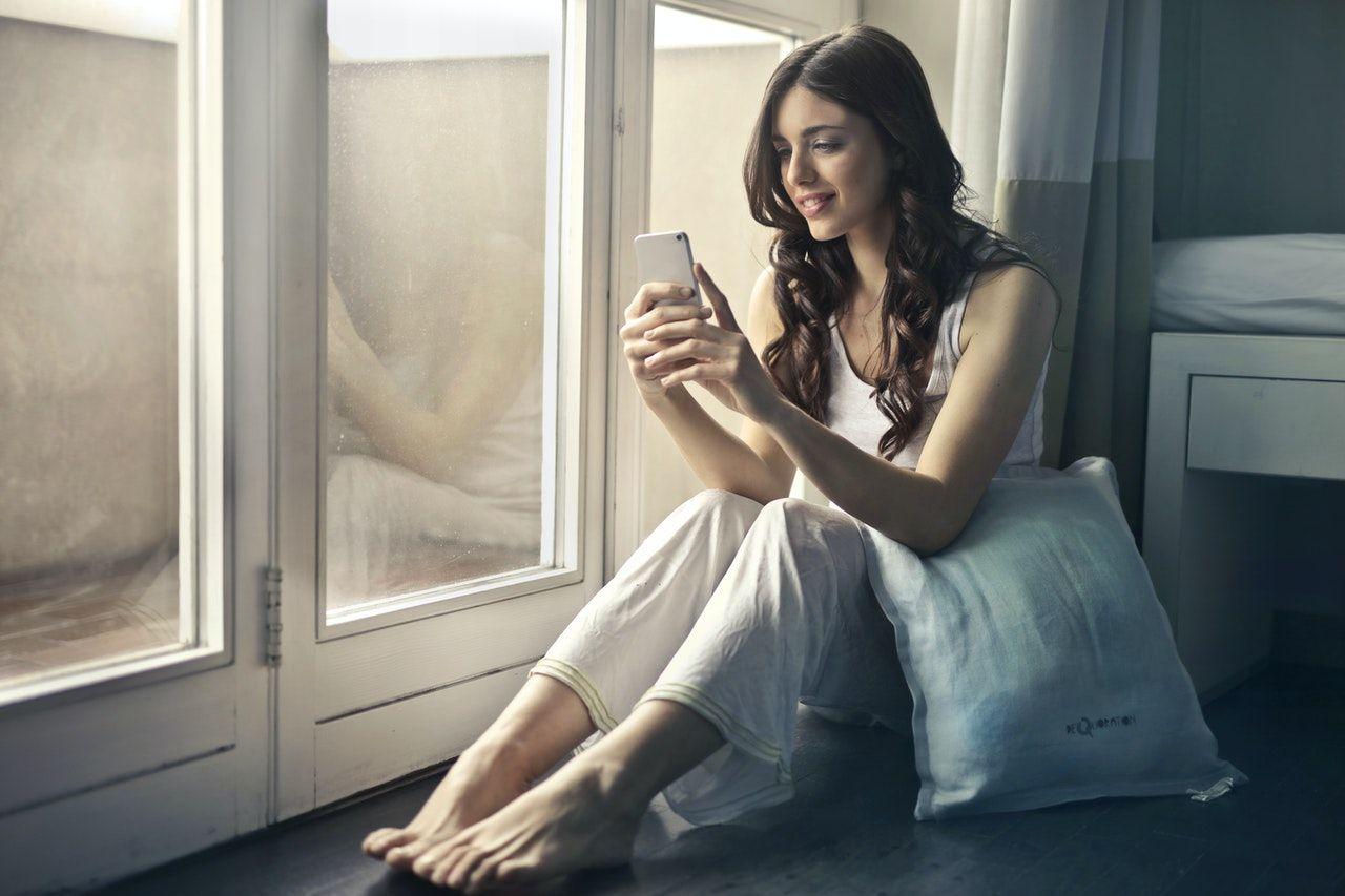 Ini Bedanya Introvert dan Ekstrovert dalam Menggunakan Media Sosial