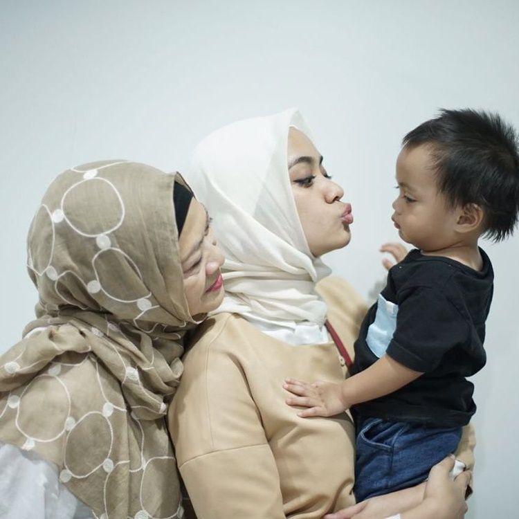Keluarga Idaman, 10 Potret Kehangatan Ayudia Bing Slamet dan Mama