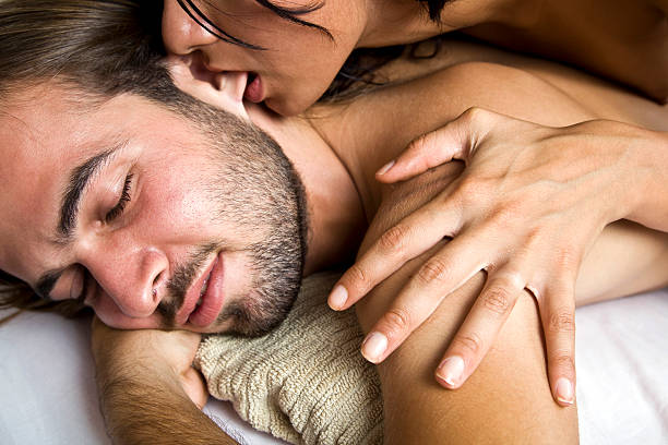7 Titik Sensitif Laki-laki dan Cara Merangsangnya, Bergairah!
