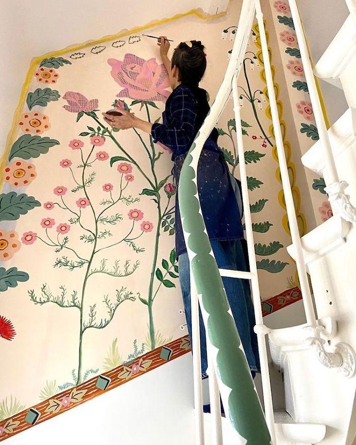 Seniman Ini Hias Rumahnya dengan Lukisan Tangan Saat Karantina