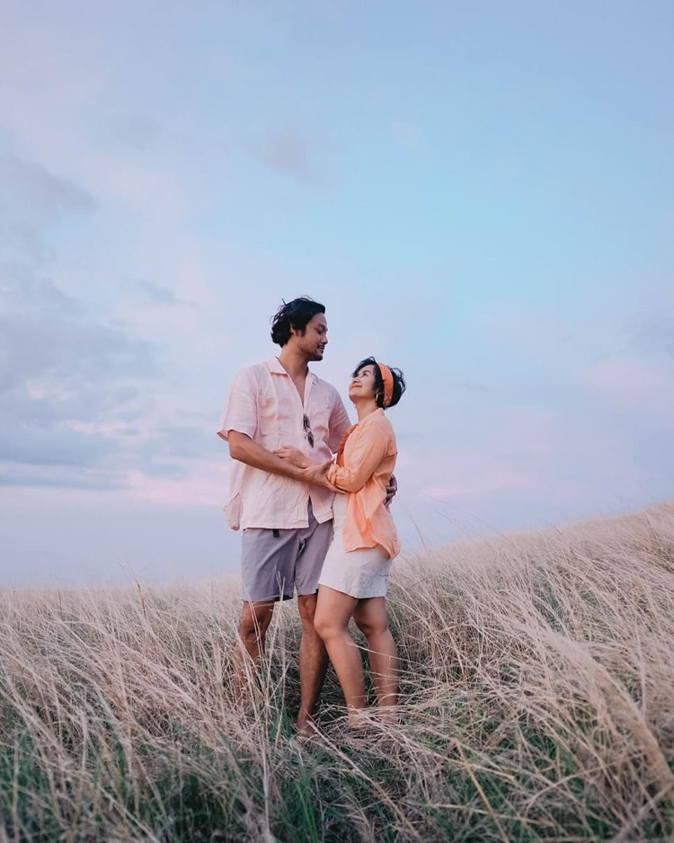 Family Man! 9 Bukti Kehangatan Keluarga Dwi Sasono dan Widi Mulia