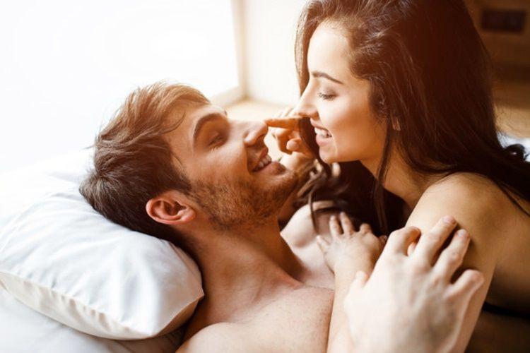 Lakukan 4 Hal Ini Ketika Libido Kamu Tinggi, Sedangkan Pasangan Tidak