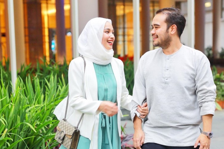 Dinikahi Bangsawan, Ini 10 Potret Hangat Keluarga Tya Arifin