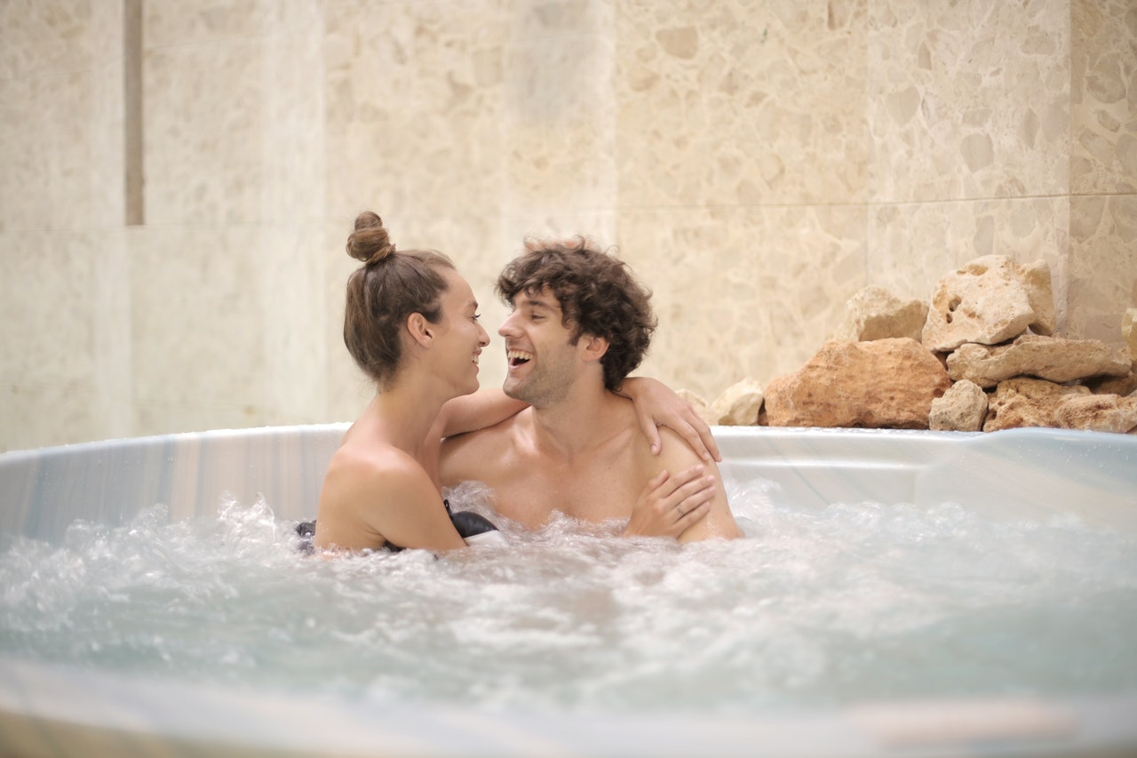 6 Kebiasaan Setelah Seks yang Nggak Kalah Romantis dari Foreplay