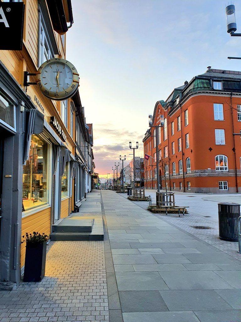 Fenomena Midnight Sun, Saat Matahari Bersinar 24 Jam di Norwegia Utara