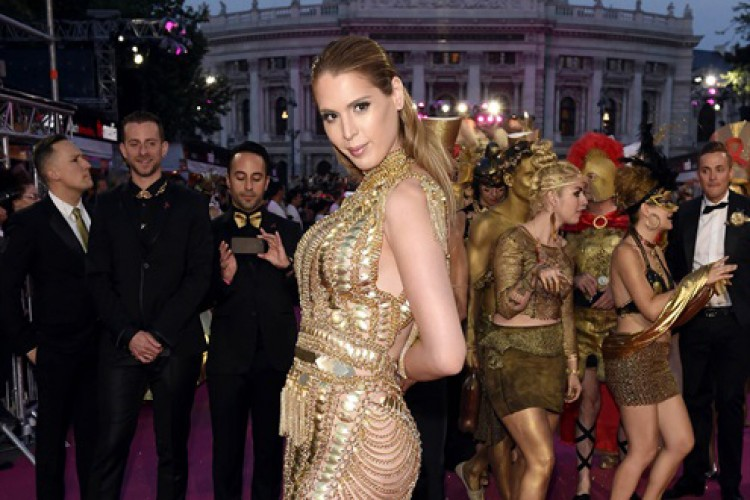 Deretan Model Transgender Cantik yang Penuh Prestasi