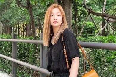 Intip Gaya Kasual Park So Dam Makin Keren Mix & Match Ini