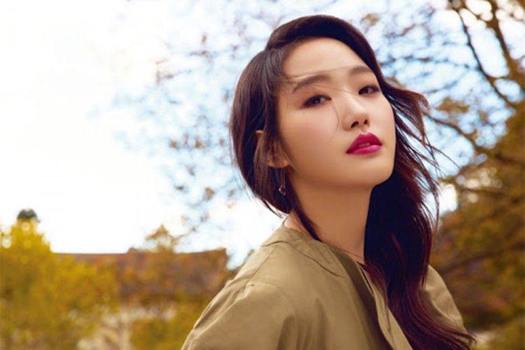 Bikin Iri! Kim Go Eun Punya 'Hubungan' dengan 6 Aktor Tampan Ini