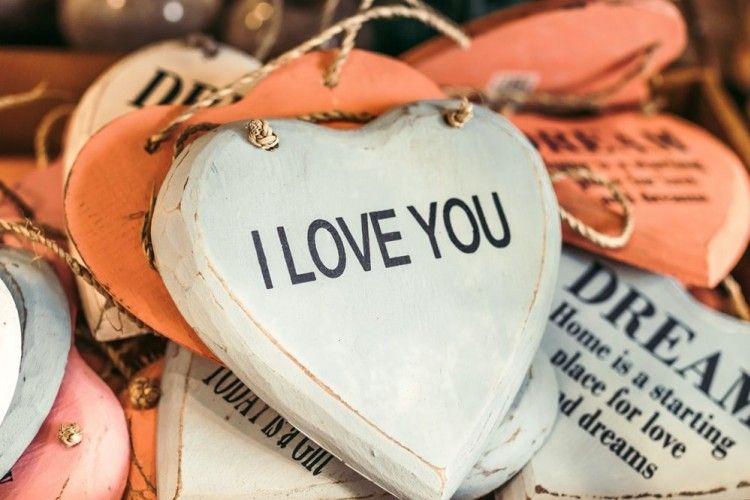Makna 'I Love You' Pertama Kali dari Cewek dan Cowok Ternyata Beda