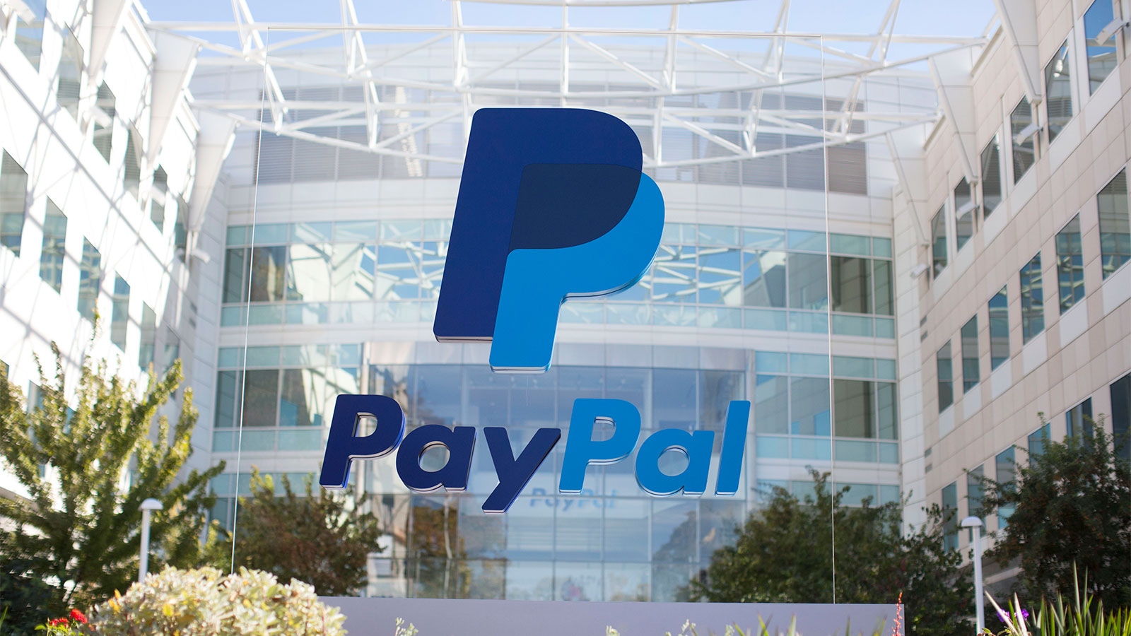 Dukung UMKM Indonesia, PayPal & Facebook Resmi Jadi Investor Gojek