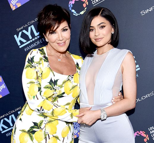 Gemar Berpakaian Mewah, Ini Gaya Kompak Kylie dan Kris Jenner