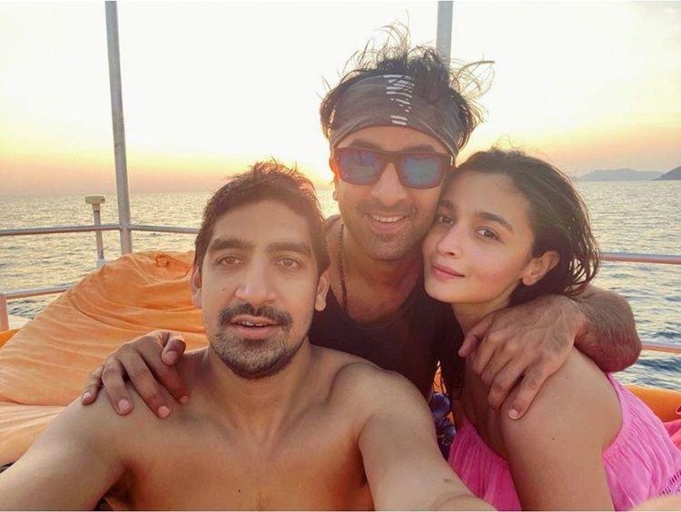 Beda 10 Tahun, Begini Gaya Pacaran Ranbir Kapoor dan Alia Bhatt