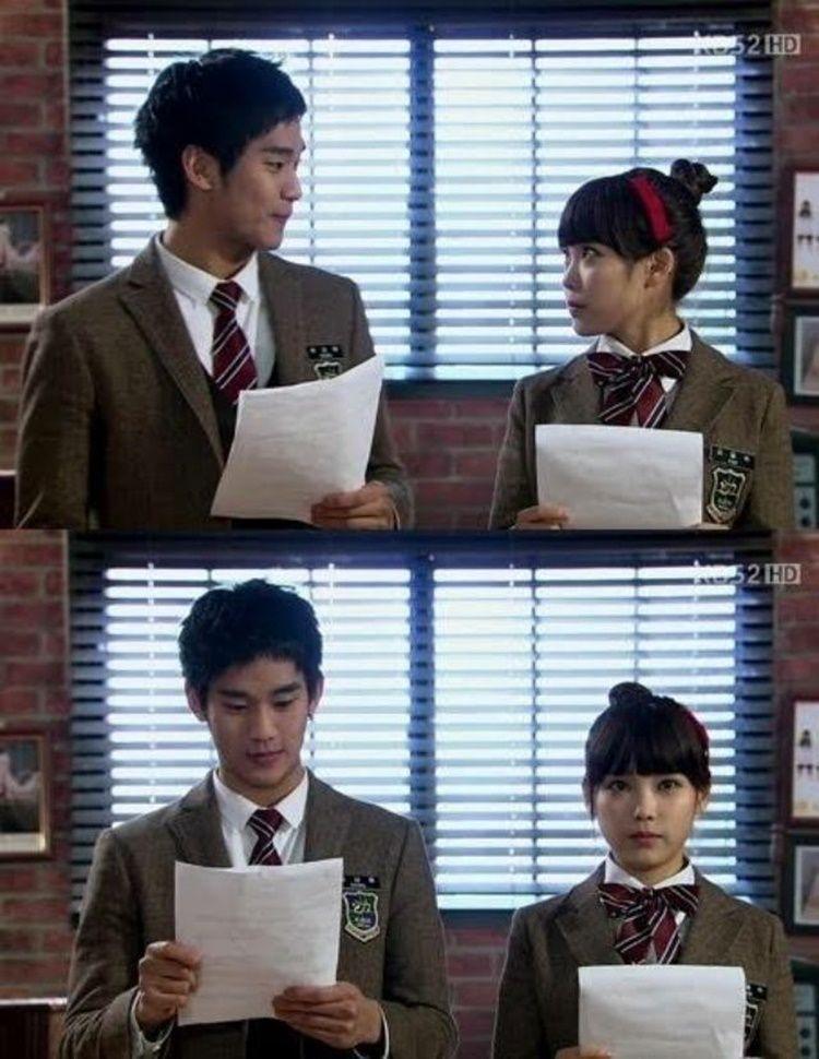 So Sweet! 10 Foto Persahabatan IU dan Kim Soo Hyun yang Bikin Baper