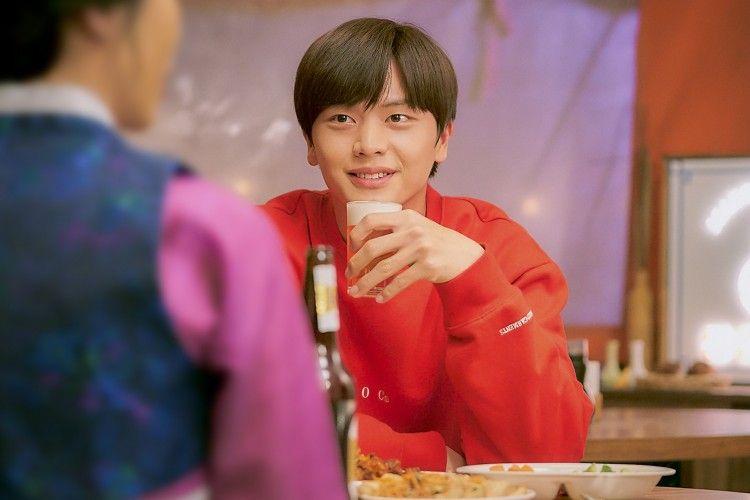 10 Momen Menggemaskan Yook Sung-jae di Serial 'Mystic Pop-up Bar'
