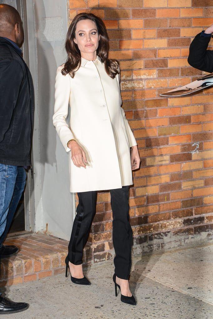 Inspirasi Gaya Formal dari Angelina Jolie, Pakai Warna-warna Basic
