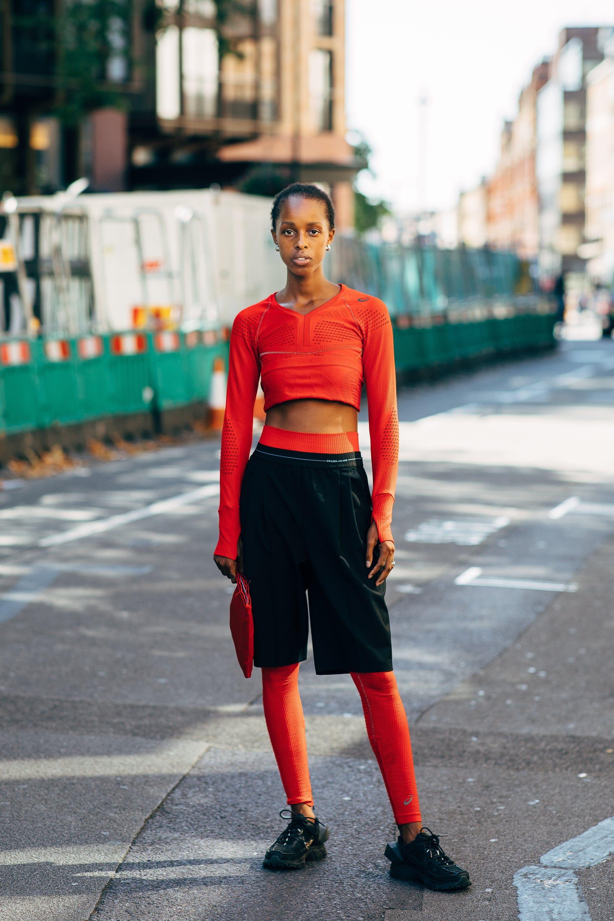Cara Mix and Match Baju Merah untuk OOTD yang Makin Maksimal!