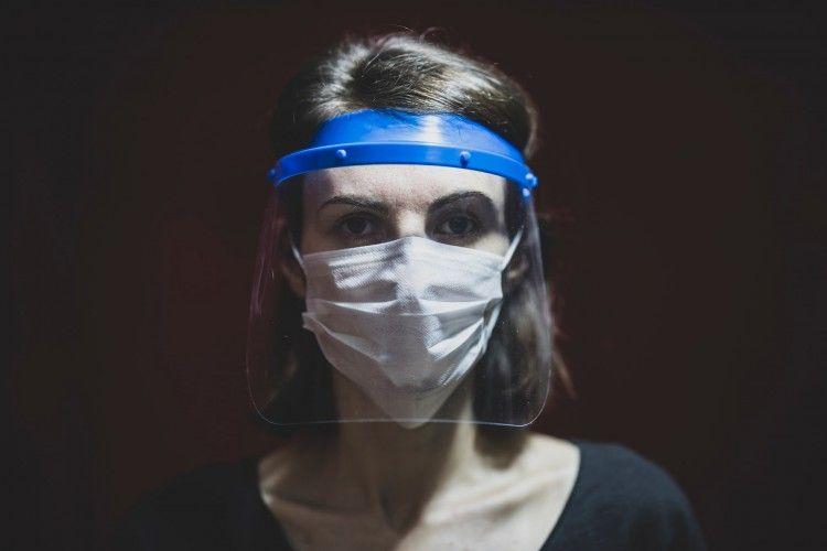 Cuma Pakai 3 Bahan, Ini Cara Mudah Membuat Face Shield di Rumah