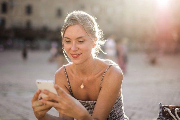 Aneh dan Kadang Absurd, Ini 9 Gaya Orang Chatting Saat Pacaran