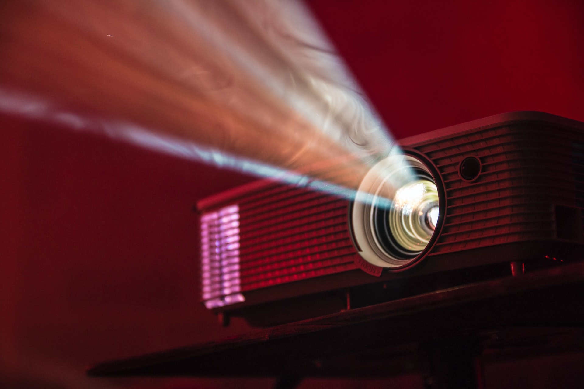 5 Kiat Ciptakan Keseruan Nonton A la Bioskop di Rumah