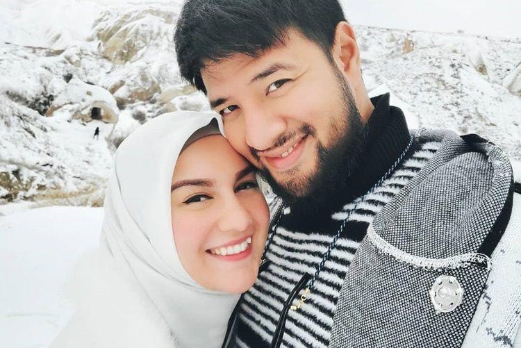 Menikah dengan Blasteran, 10 Artis Indonesia Ini Hidup Harmonis