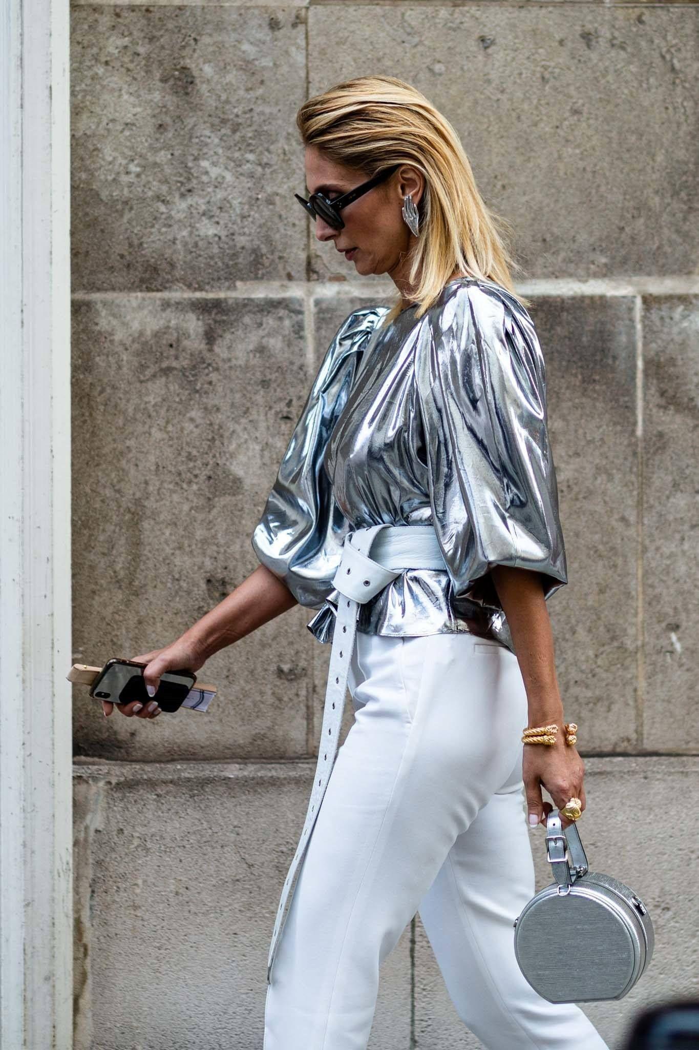 Saatnya Jadi Pusat Perhatian dengan Padu-padan Baju Silver