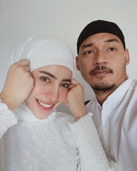 Hamil Anak Pertama, Intip 10 Momen Mesra Aghnia Punjabi dan Suami