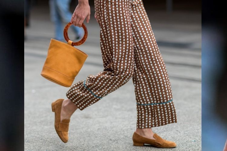 Inspirasi OOTD Pakai Flat Shoes untuk Musim Panas