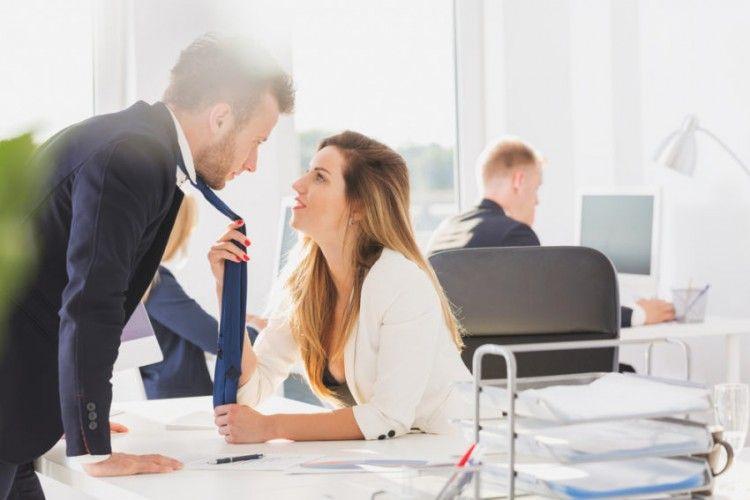 Dear Suami, Ini Batasan Saat Berteman dengan Rekan Kerja Perempuan