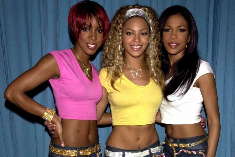 Deretan Trend Fashion 2000an yang Lagi Hits di Tahun Ini