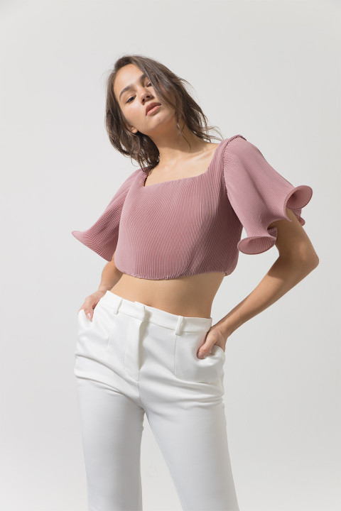 #PopbelaOOTD: Berikan Kesan Seksi yang Chic dengan Cropped Top Ini!