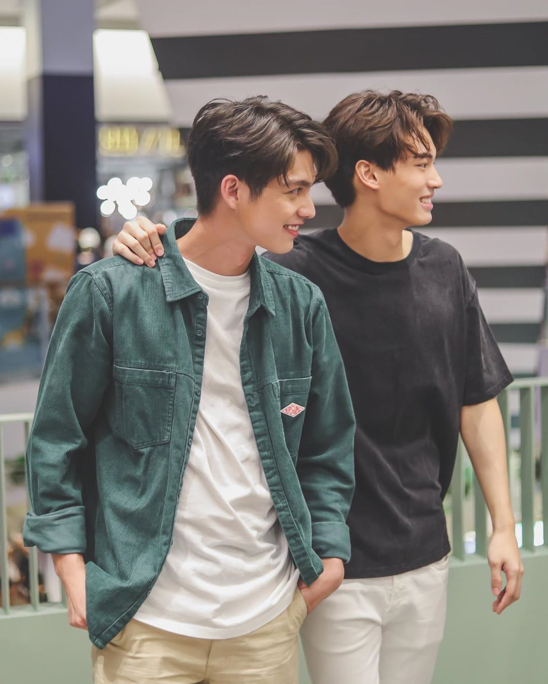Makin Akrab, Ini 10 Potret Bromance Bright & Win 2gether The Series