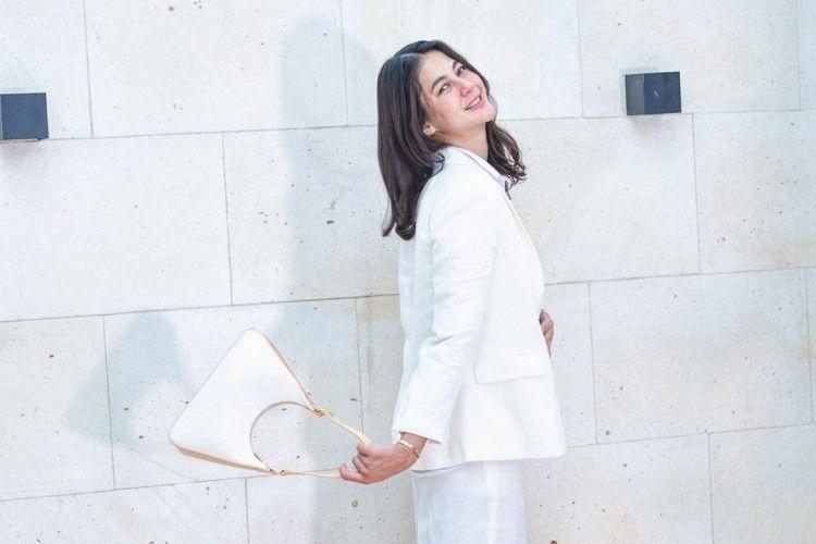 Di Balik Gaya Sederhana, Ini Harga Barang Branded Paula Verhoeven