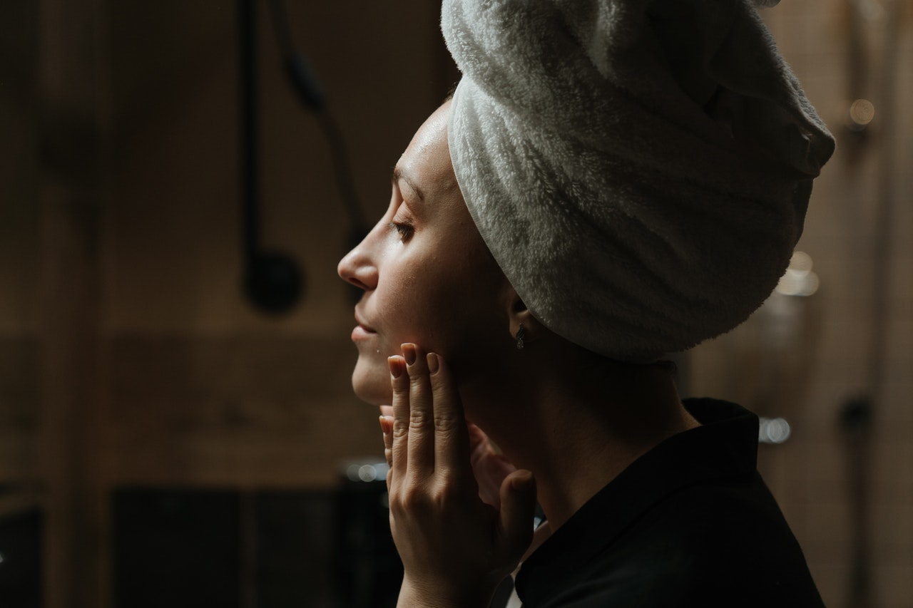 5 Tips Atasi Jerawat Karena Pakai Masker Wajah