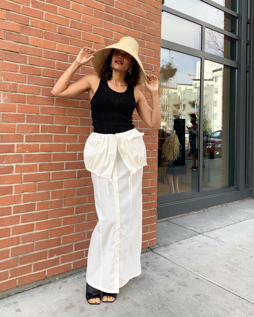 Cara Padu-padan Pakaian untuk Pemilik Payudara Kecil