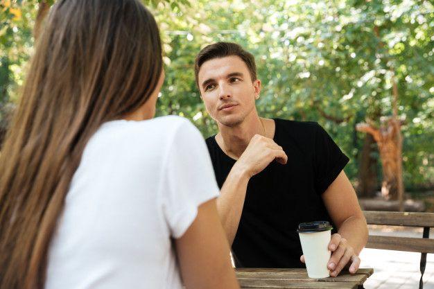 7 Tanda Pasangan Nggak Mendukungmu Berkembang