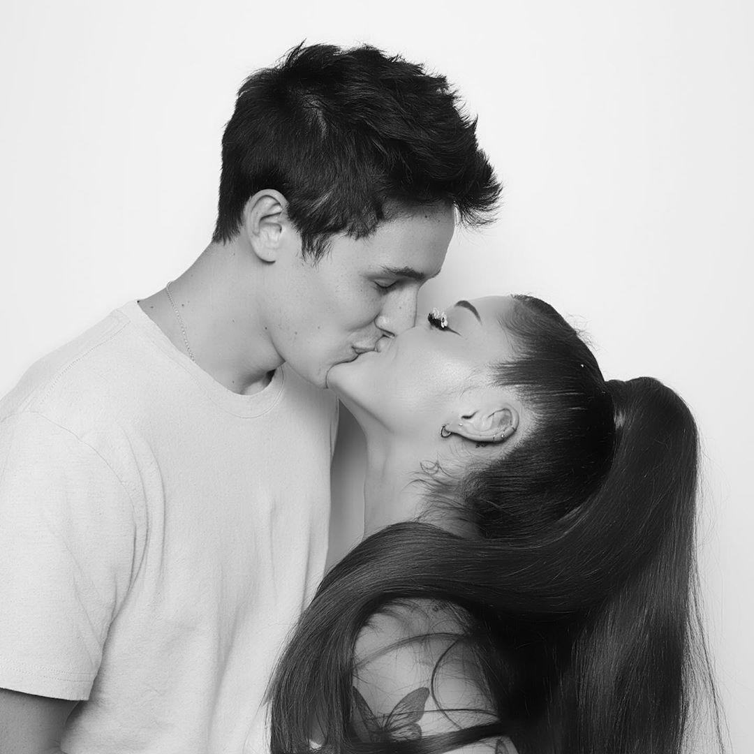 Diam-diam Menikah, Ini 5 Fakta Pernikahan Ariana Grande & Dalton Gomez
