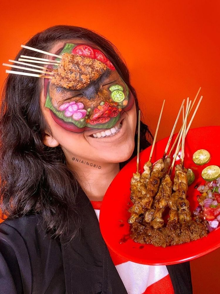 Keren Banget! Perempuan Ini Ubah Wajahnya Jadi Berbagai Jenis Makanan
