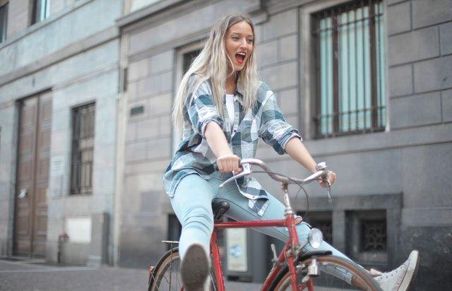 Ingin Aktif Bersepeda, Ini Cara Tepat Memilih Sepeda untuk Perempuan