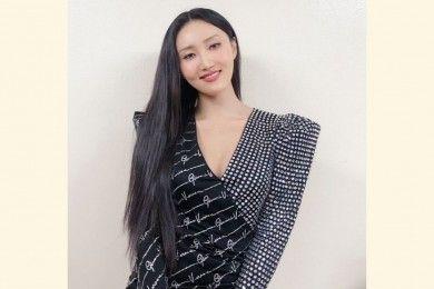 Patahkan Standar Kecantikan Korea, Intip 7 Potret Hwasa Memesona