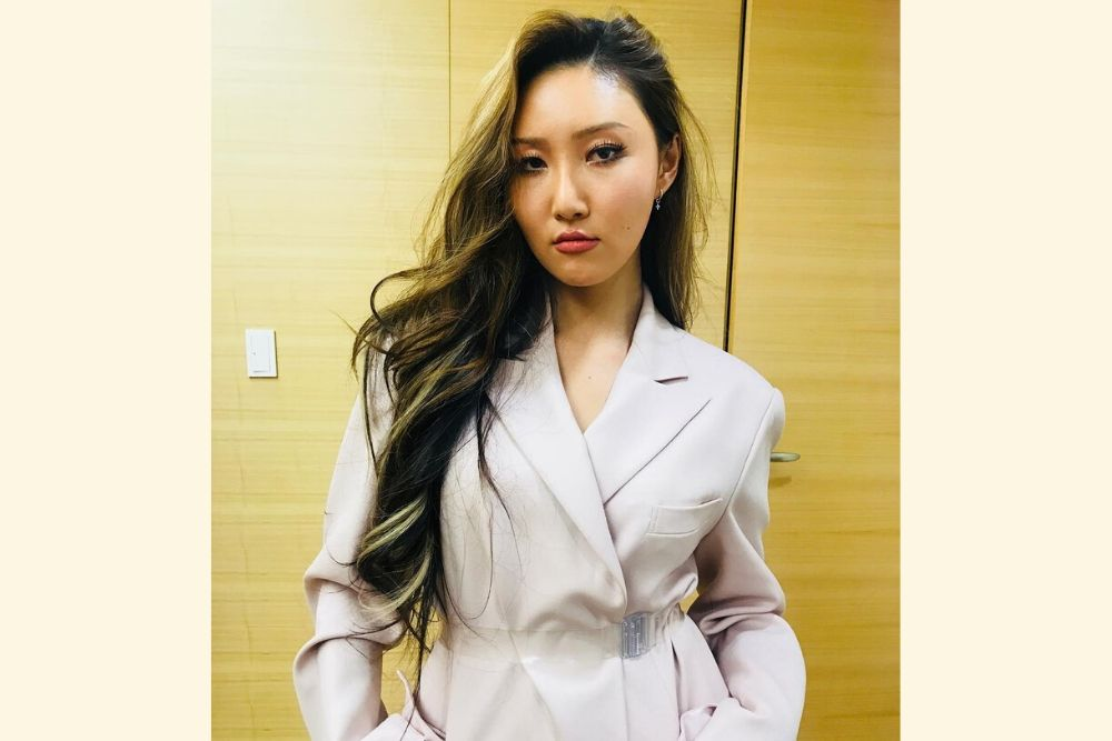 Patahkan Standar Kecantikan Korea, Intip 7 Potret Hwasa yang Memesona