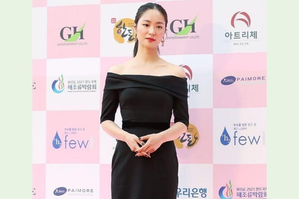 Dikabarkan Jadi Lawan Main Song Joong Ki, Ini 7 Potret Jeon Yeo Bin!