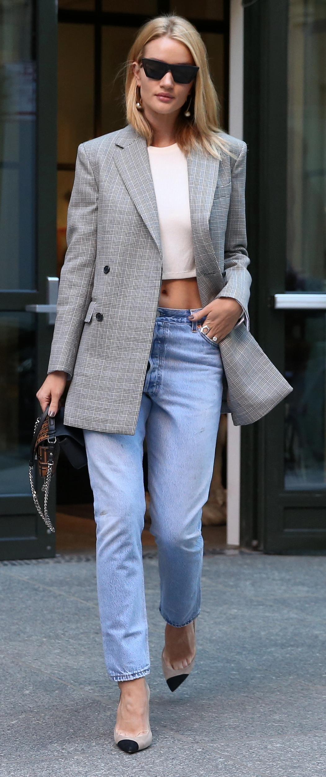 Padu-padan Blazer dan Celana Jeans untuk Gaya Kasual yang Tetap Rapi