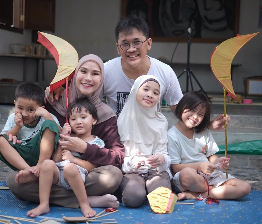 Melahirkan Anak Kelima, Ini 9 Potret Mesra Zaskia Adya Mecca & Suami