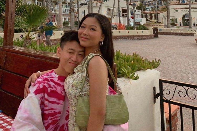 Umbar Kemesraan, Intip 9 Gaya Pacaran Rich Brian dan Vanntey Heng